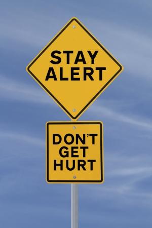 Verkeersteken met een veiligheids-herinnering tegen een blauwe hemel achtergrond Stockfoto - 14965858