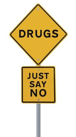 Verkeersbord aangeeft Zeg enkel Nr aan Drugs (geïsoleerd op wit)