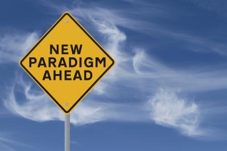 paradigma: Se�al de tr�fico en el cambio conceptual y paradigmas contra un fondo de cielo dram�tico