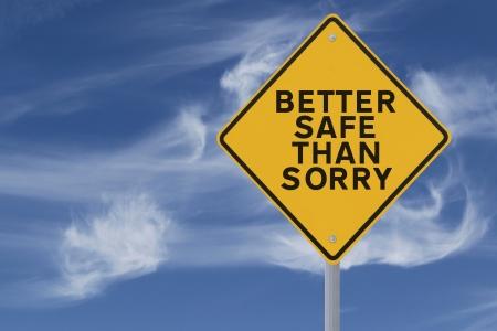 pardon: Un panneau routier indiquant un rappel de sécurité ou de dire (contre un fond de ciel bleu) applicable à la sécurité au travail ou de la route
