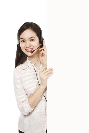 Een jonge vrouw die een headset naast een lege ruimte Stockfoto - 16236045