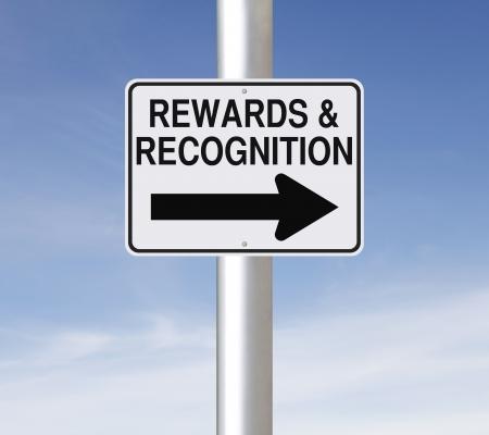 reconocimiento: Una se�al de tr�fico de una forma modificada de recompensas y reconocimientos Foto de archivo