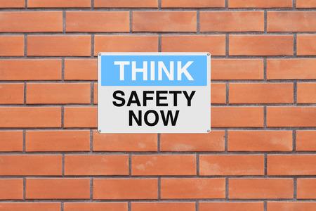 Een bord met een herinnering veiligheid Stockfoto