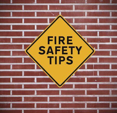 se�ales de seguridad: Una se�al que indica consejos de seguridad contra incendios