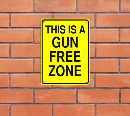 pistola: Señal de tráfico que indica Modificado Zona franca de arma Foto de archivo