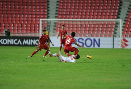 BANGKOK, THAILAND-NOV 24  Naing Lin OO of Myenmar  r  in action during the AFF Suzuki Cup between Vietnam and Myanmar at Rajamangala stadium on Nov24, 2012 in Bangkok,Thailand