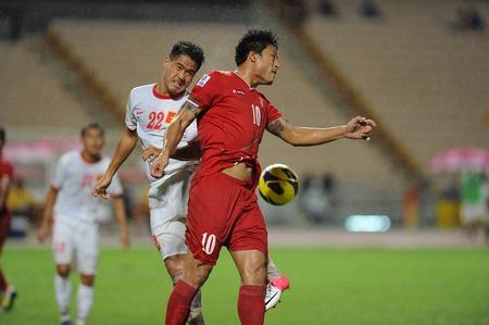 BANGKOK, THAILAND-NOV 24   Yan Paing of Myenmar  r  in action during the AFF Suzuki Cup between Vietnam and Myanmar at Rajamangala stadium on Nov24, 2012 in Bangkok,Thailand