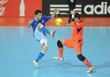BANGKOK, THAILAND-NOV 18 Alex Merlim of Italy  b  in action during the FIFA Futsal World Cup between Italy and Colombia at Indoor Stadium Huamark on Nov18,2012 in Bangkok,Thailand  Stock Photo - 16586058
