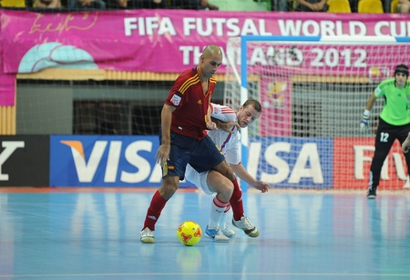 BANGKOK, THAILAND - NOV 14 Fernandao of Spain  r  in action during the FIFA Futsal World Cup Quarterfinal round between Spain and Russia at Nimibutr Stadium on Nov 14,2012 in Bangkok, Thailand  新聞圖片