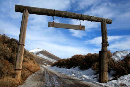 Entrance to Idaho ranch in winter Reklamní fotografie