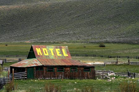 Motel advertisement located on rural Idaho barn 版權商用圖片