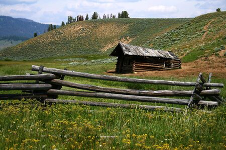 Old cabin on Stanley creek, Stanley Idaho Reklamní fotografie