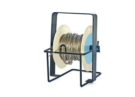 bobina: Un carrete de alambre enmarcado utiliza para colgar obras de arte enmarcadas Foto de archivo