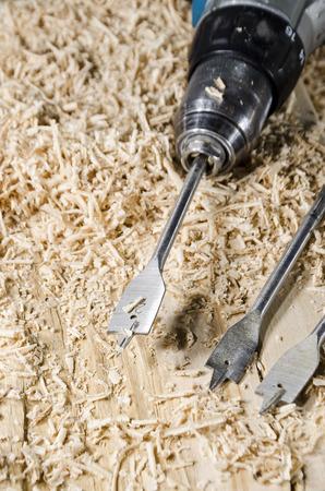 Tischlerei werkzeug  Tischlerei-Werkzeug - Bohren In Holz Lizenzfreie Fotos, Bilder Und ...