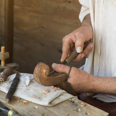 gouge: artisan who prepares a musical instrument