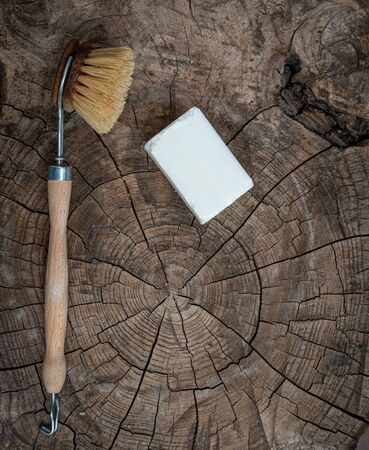 wooden  scubbing or dish brush and soap on wood table. concept zero  waste.; Banque d'images