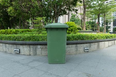 botes de basura: botes de basura de la ciudad ??