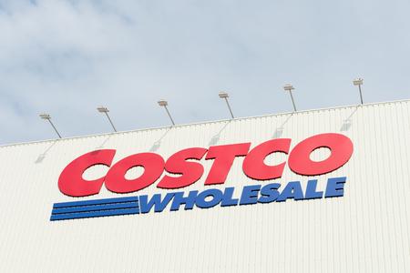 Kaohsiung, Taiwan, CIRCA Januar 2018: Costco-Großhandelsstandort. Costco Wholesale ist ein milliardenschwerer globaler Einzelhändler VIII