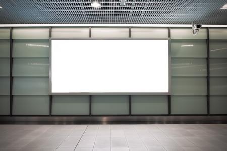 Duży pusty billboard na ścianie ulicy, banery z miejscem na dodanie własnego tekstu Zdjęcie Seryjne