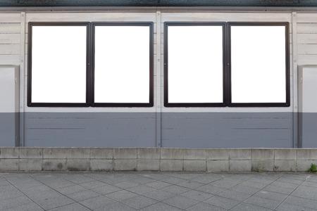 Groot leeg reclamebord op een straatmuur, banners met ruimte om uw eigen tekst toe te voegen