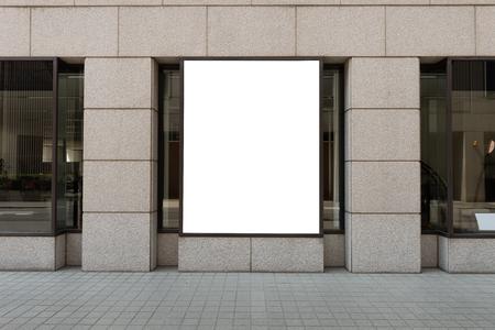 Frente de tienda con ventana grande