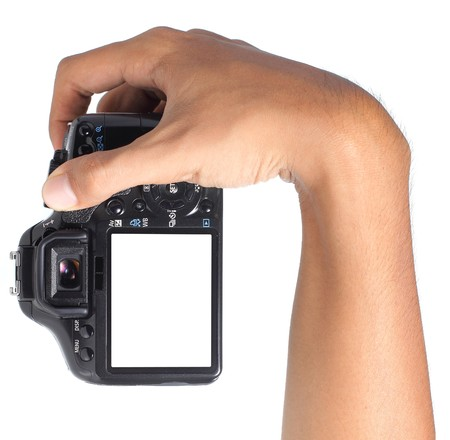 Hand Holding Digitalkamera verticaly