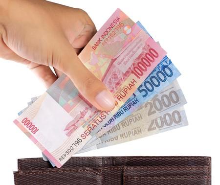 Gesten der Hand nehmen Geld aus Brieftasche