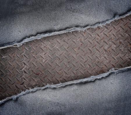 zerrissene Jeans und rostigen Metall Textur Hintergrund