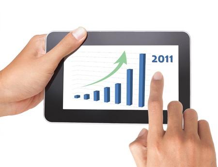 Hand schob hat Wachstum auf TabletPC, isoliert auf weiss Standard-Bild