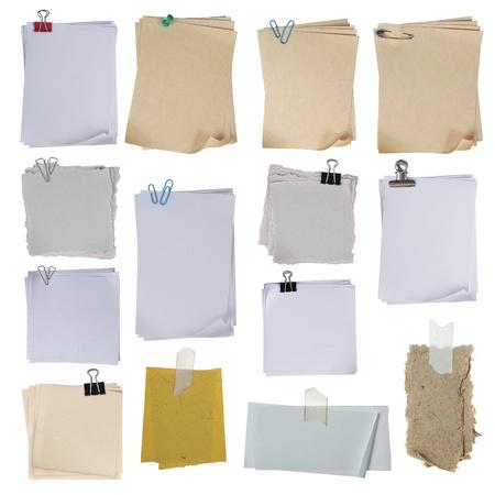 gescheurd papier: verzameling van ander papier op witte achtergrond. elke één afzonderlijk schot