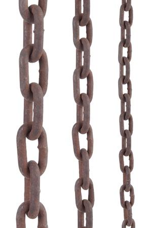 cadenas: cadena de acero viejo oxidado en cualquier tama�o diferente sobre fondo blanco