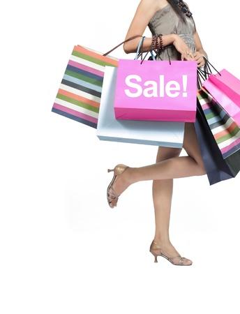 Verkauf-Konzept. Frau mit einem Einkaufstüten, isoliert auf weiss Standard-Bild - 10184031
