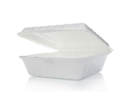 Styropor-Behälter von Lebensmitteln isoliert auf weiß