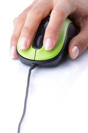 Close-up der weiblichen Hand mit der Maus klicken Sie Computer Standard-Bild