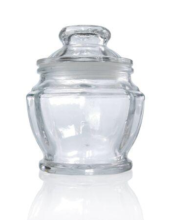 leere Glasbehälter auf weißem Hintergrund