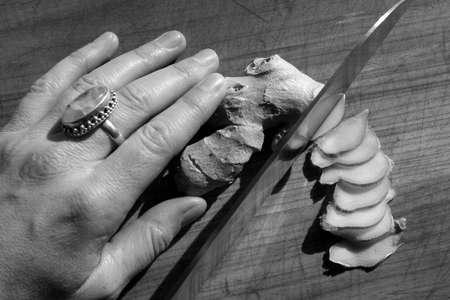 Slicing ginger. Banco de Imagens