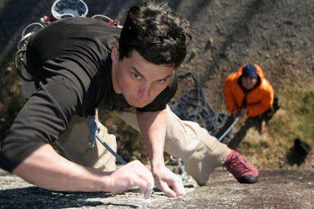 A focused rock climber. Imagens