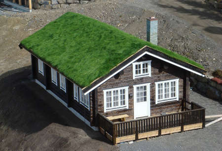 A turf roof on a new home in Norway.                                Imagens