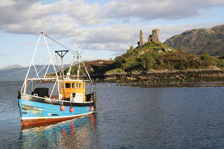 成功した日後港に戻る漁船。