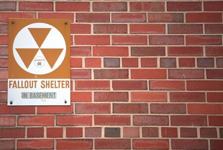 A sign indicating the whereabouts of a fallout shelter. Reklamní fotografie