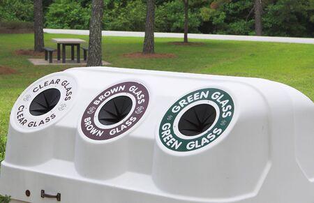 recursos renovables: Un centro de reciclaje p�blico para la enajenaci�n de los recursos renovables.  Foto de archivo