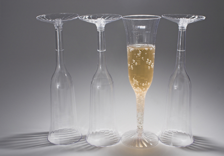 dwi: Bubbling champagne in a crystal champagne flute. Stock Photo