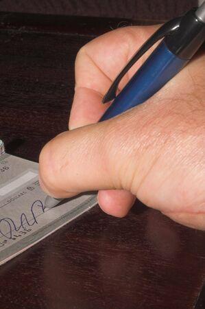 chequera: La persona que efect�e un pago con un cheque.