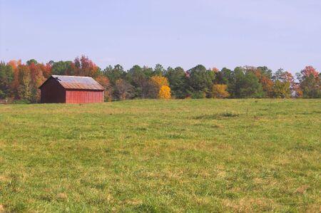 outbuilding: An barn on an old abandoned farm.