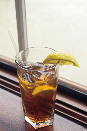 A cold glass of traditional southern iced tea. Banco de Imagens