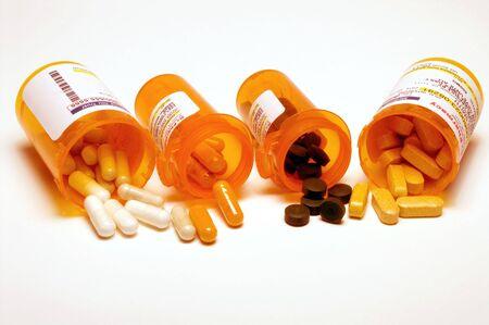 sobredosis: Recetas p�ldoras en una botella de pl�stico medicina.