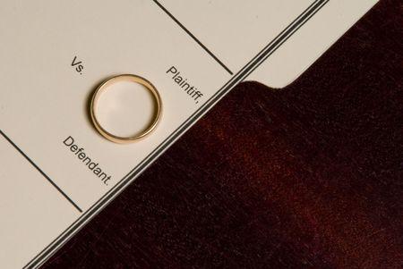 A folder for a divorce case with a wedding ring. 版權商用圖片
