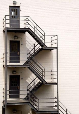 salida de emergencia: A Fire Escape del lado de un edificio. Foto de archivo