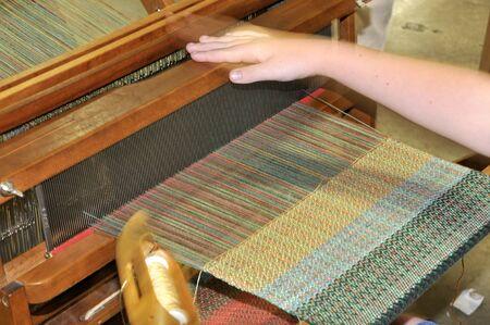 Een hand weefgetouw gebruikt te weven doek