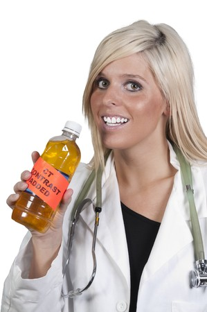 Un hermoso médico sosteniendo una botella de contraste de CT  Foto de archivo - 7240732